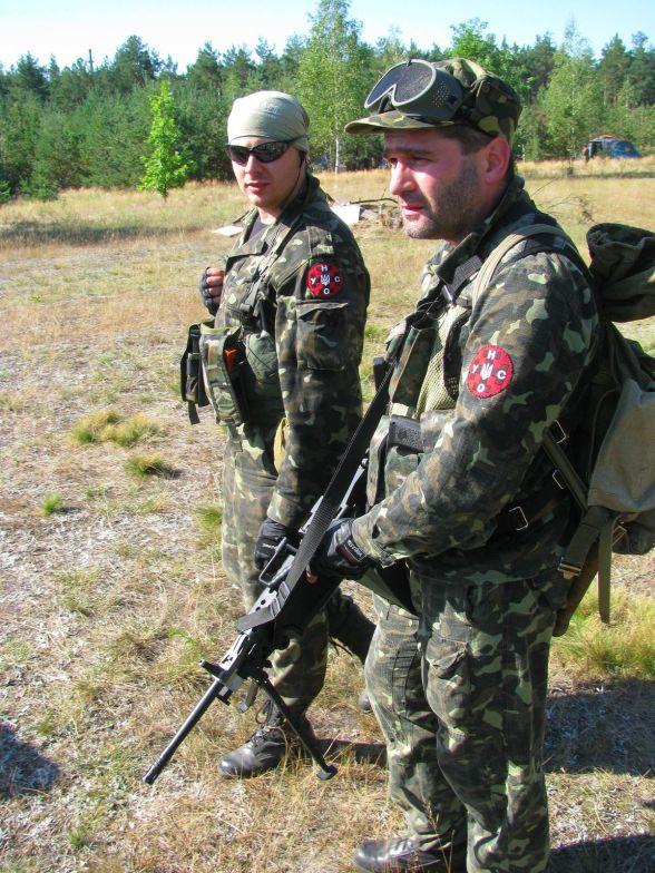 Тренировка с НАТОвским оружием.