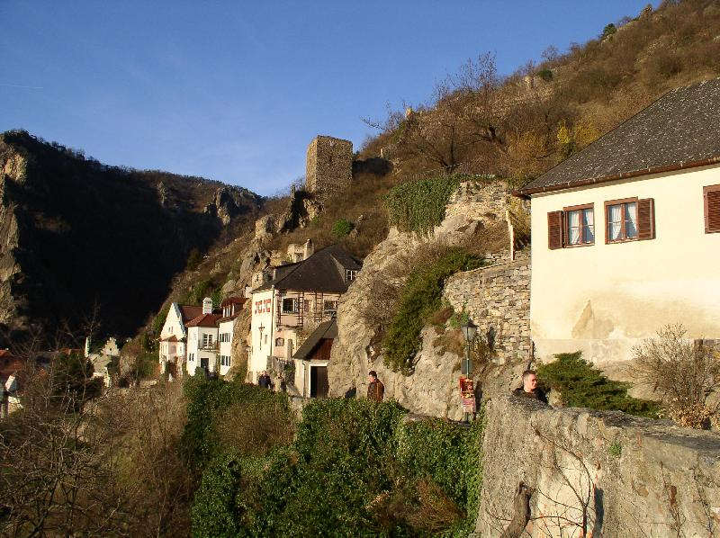 Старинный городок Дюрнштайн под Крэмсем. Находится у подножия развалин замка, где сидел Ричард Львиное Сердце