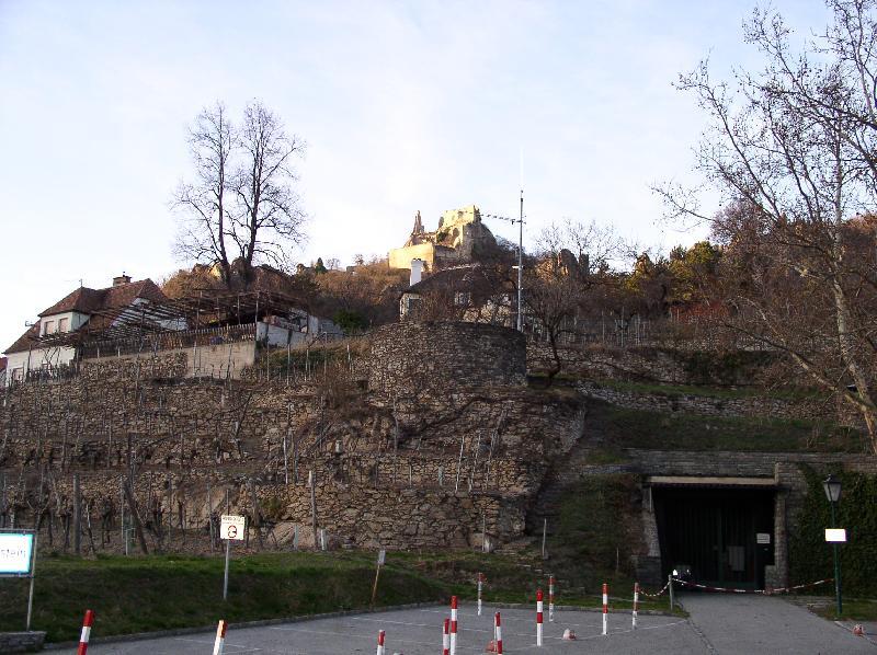 Развалины замка - тюрьма Ричарда Львиное Сердце